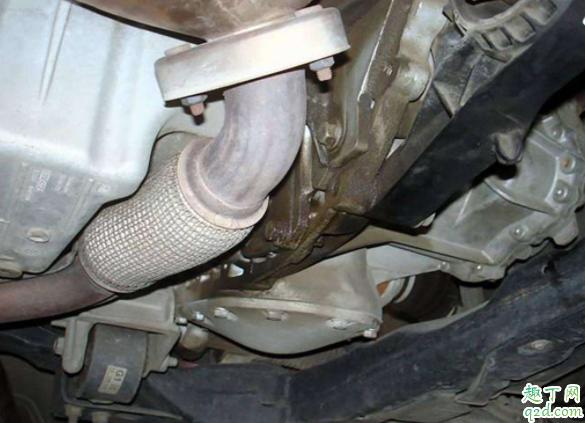 发动机与变速箱接触面渗油怎么办 帕萨特b5冒蓝烟换气门油封可以吗4