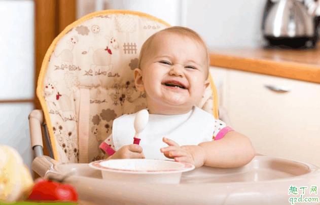 宝宝多大可以吃固体食物 宝宝吃固体食物有什么讲究3