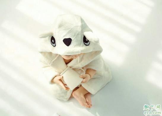 为什么宝宝生下来身上有好多白色的 宝宝身上的胎脂可以自己吸收吗3