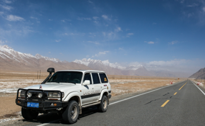 发动机机油损耗快啥原因  怎么看汽车烧机油还是漏油